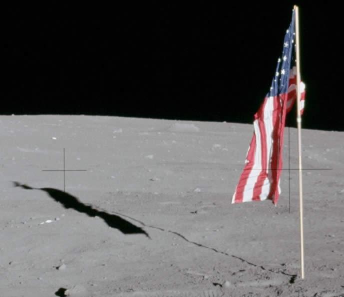banderas-en-la-luna