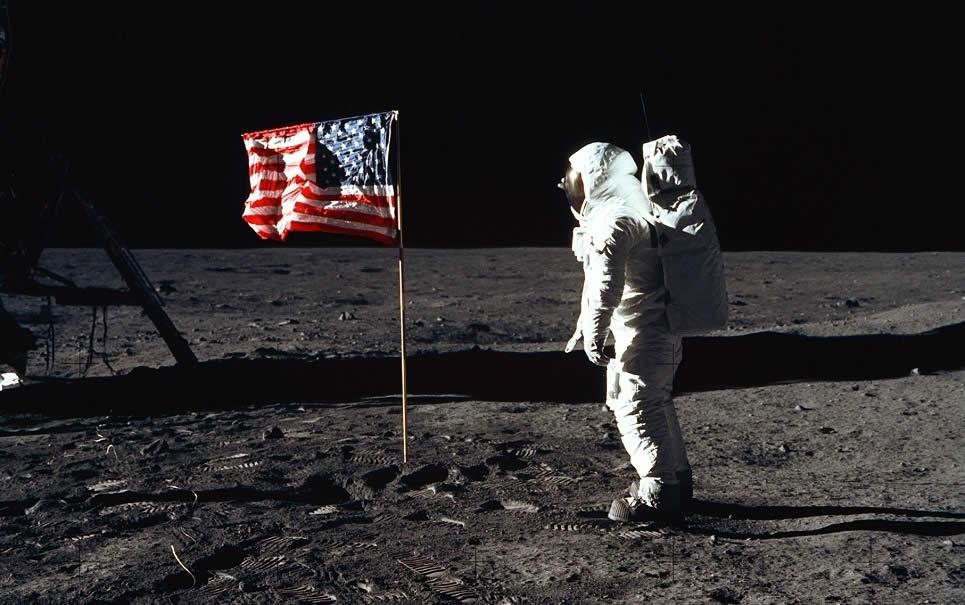 luna-banderas